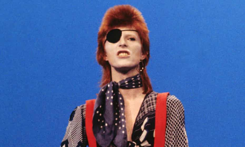 David Bowie on the Dutch TV show TopPop in 1974.