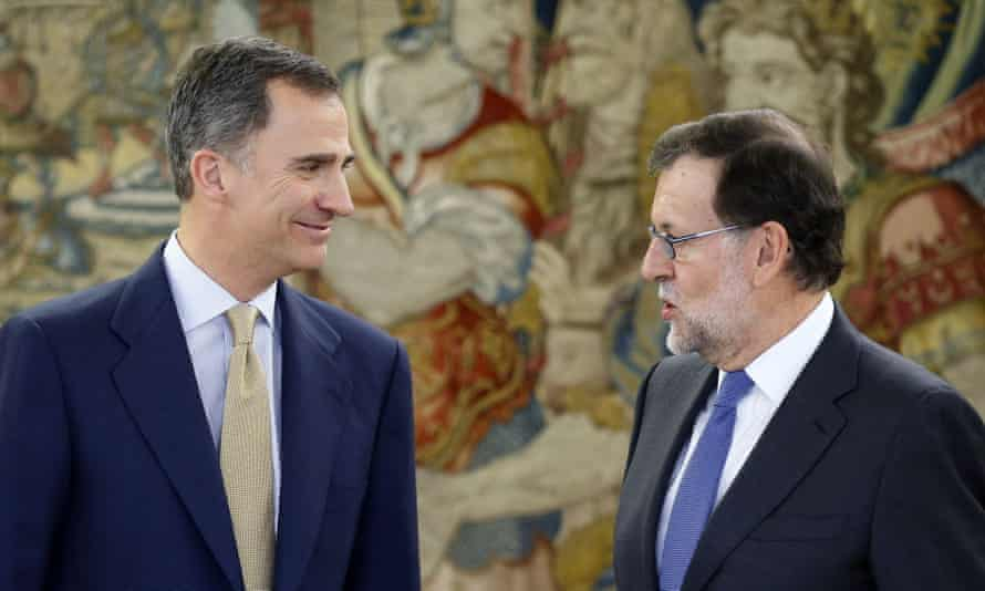 King Felipe VI (left) with the Spanish prime minister, Mariano Rajoy, before a meeting at La Zarzuela Palace in Madrid