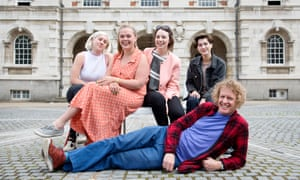 Grayson Perry with Chelsea students (from left) Sarah Smith, Elizabeth Prentis, Rosie Howe and Molly Smisko.