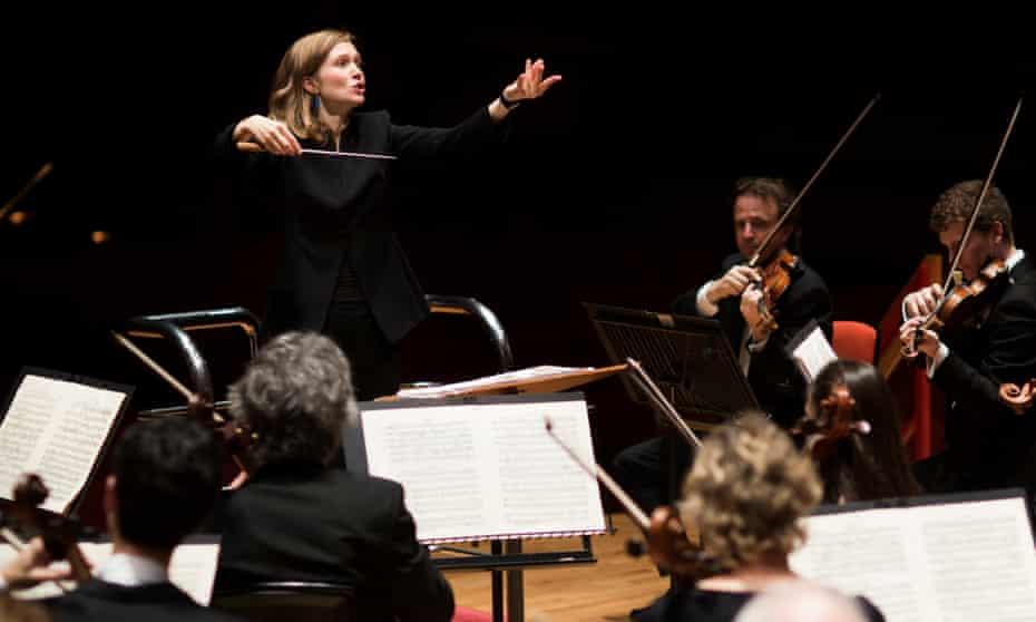 Mirga Gražinytė-Tyla conducts the CBSO.