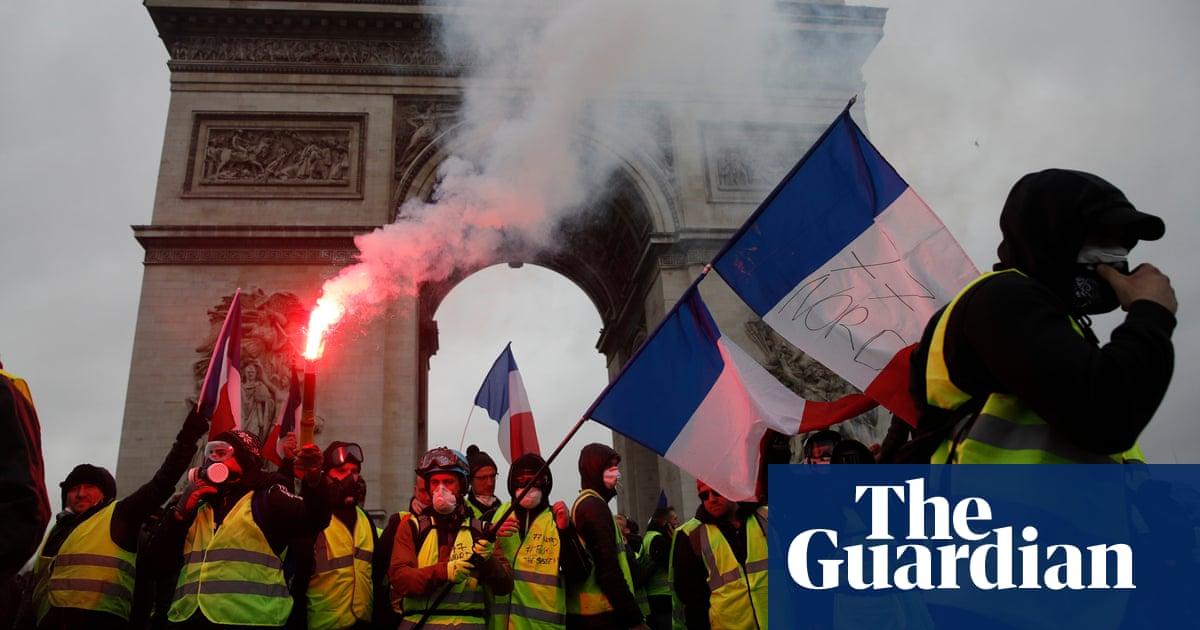 Macron scraps fuel tax rise in face of gilets jaunes