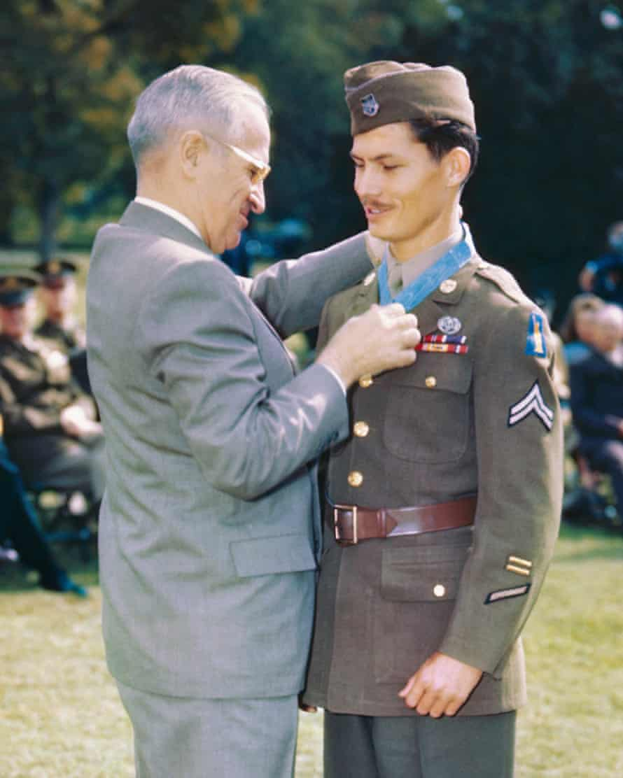 President Truman awards Desmond Doss the Congressional Medal of Honour in October 1945.