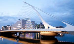 Samuel Beckett bridge, Dublin, at dusk.