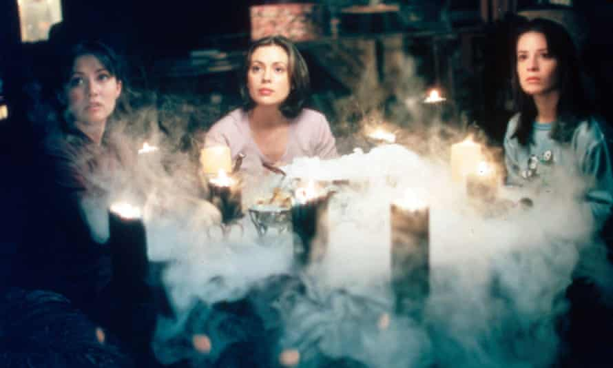 Prue (Shannen Doherty), Phoebe (Alyssa Milano) and Piper (Holly Marie Combs) in Charmed