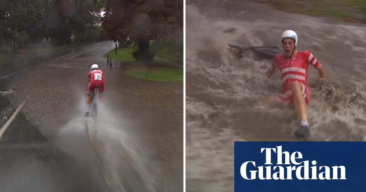 Wet weather causes cycling chaos at World Championships in Yorkshire – video