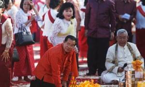 Hun Sen and his wife, Bun Rany, at the Angkor ceremony.