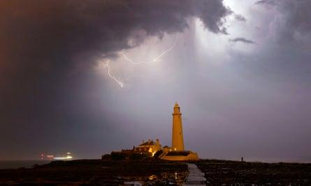 Storm hits lighthouse close to Blyth