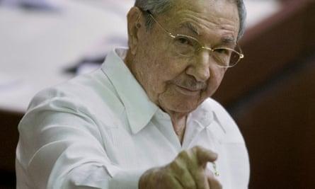 Cuban president Raúl Castro has demanded the US return Guantánamo Bay to Cuba.