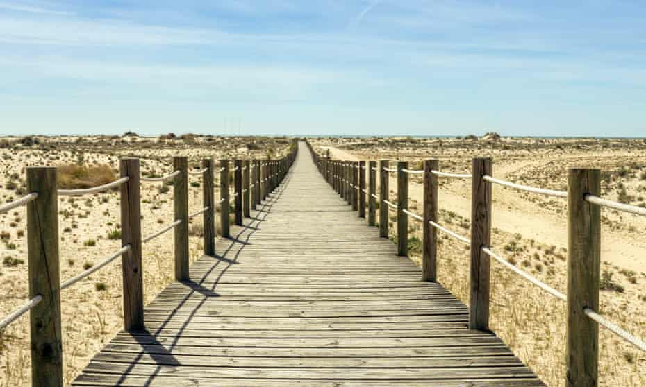 The boardwalk that leads to Armona beach