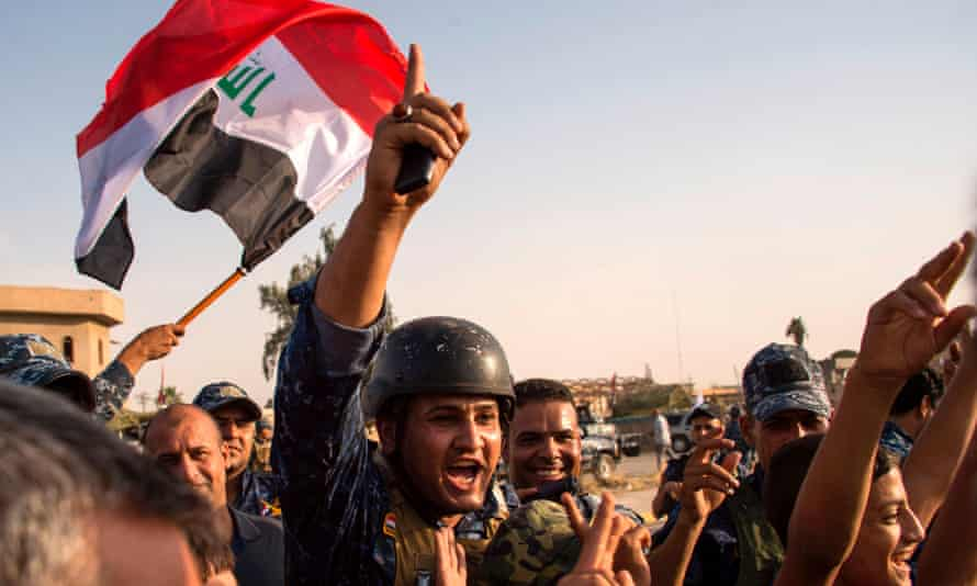 Federal police wave Iraq's national flag in Mosul