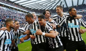 Ayoze Pérez (centre) is mobbed by teammates after hitting his late winner.