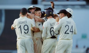 England celebrate winning the fifth Test and drawing the series 2-2.