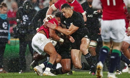 Sonny Bill Williams hits Anthony Watson without using his arms, leading to a red card for the All Blacks centre
