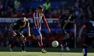 Atlético Madrid's Antoine Griezmann pulls the trigger before scoring the only goal of the game against Rayo Vallecano.