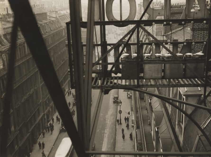 Rue Auber, Paris (circa 1928), from Germaine Krull: A Photographer's Journey at Jeu de Paume, Paris