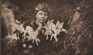'Alice and the Fairies' taken by Elsie Wright shows Frances Griffiths with the fairies, made from coloured paper cutouts and hat pins.
