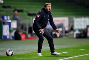 A frustrated Florian Kohfeldt watches his Bremen team struggle at home again.