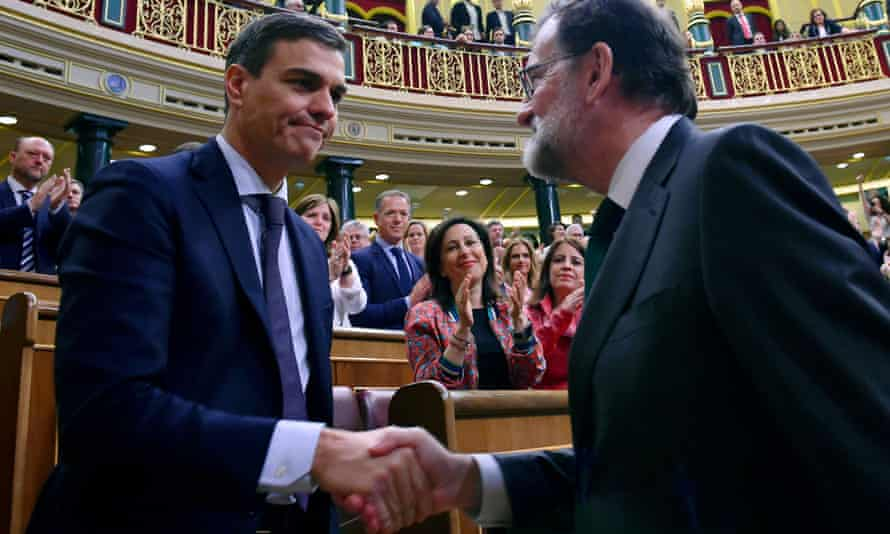 Spain's new prime minister, Pedro Sánchez, left, shakes hands with Mariano Rajoy