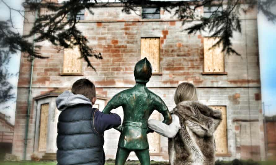 Arriving at Moat Brae with Peter Pan.