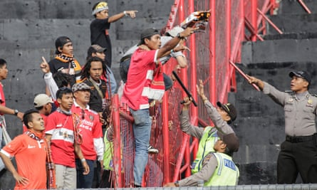 Tensions between Jakmania and the police peaked in May, following the death of a fan.