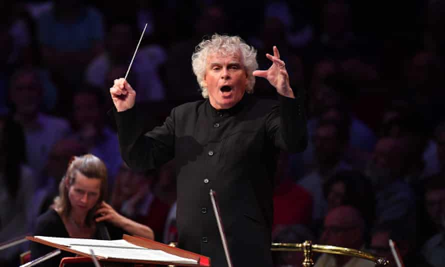 Simon Rattle conducting the London Symphony Orchestra during Prom 44.