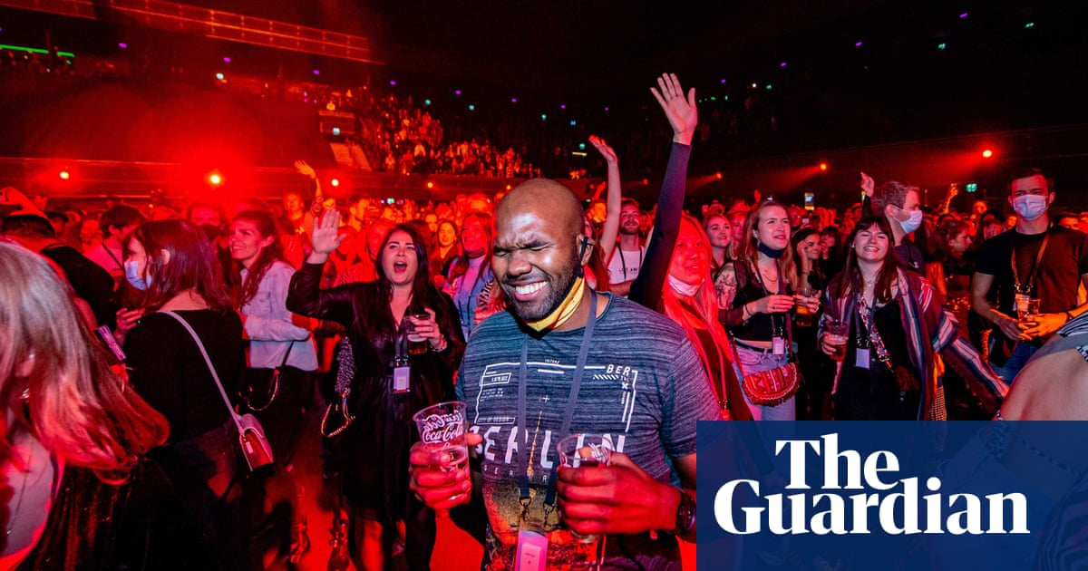 Dutch clubbers take to the floor for study into easing lockdown - the guardian