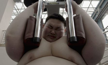 Obese Chinese teenager works out