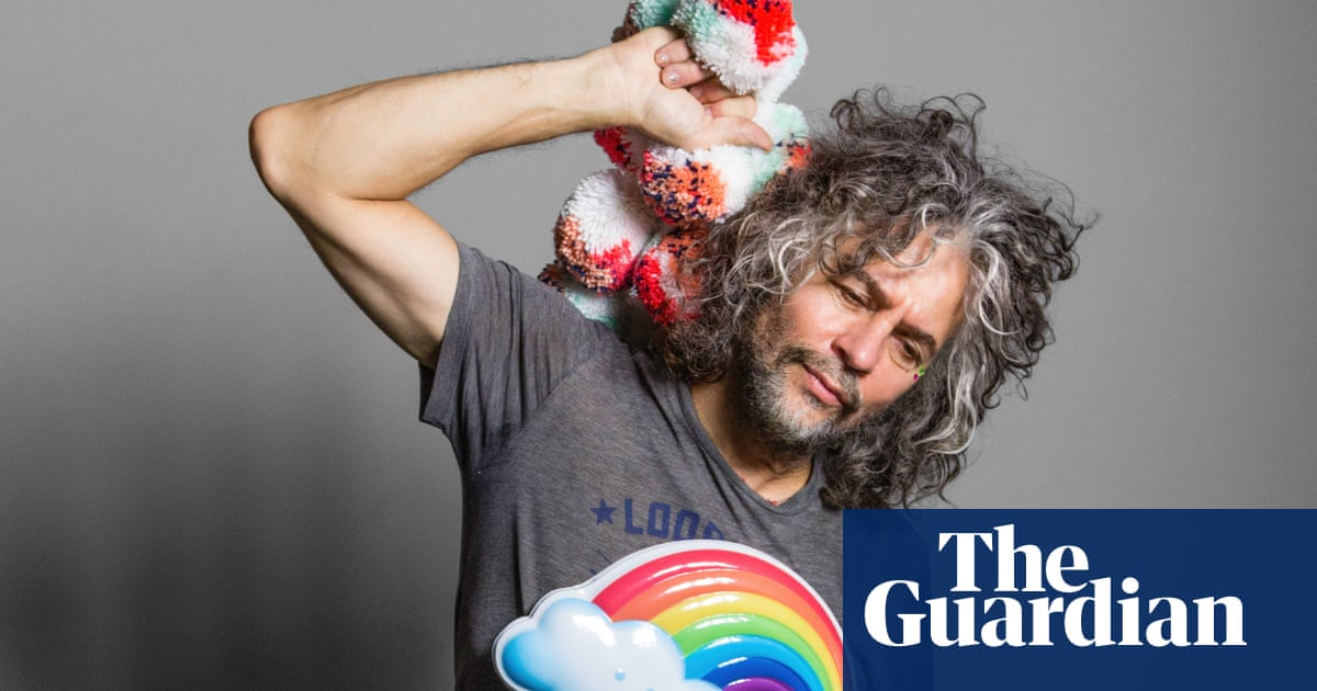 Wayne Coyne on Miley Cyrus: 'She sends me pictures of herself peeing