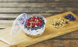Compostable packaging with yoghurt and fruit