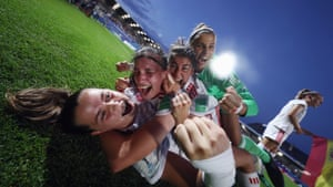 Spanish players celebrate after beating France in the semi finals of the FIFA U-20 Women's World Cup at Stade de la Rabine.