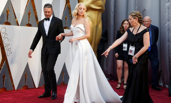 Lady Gaga arrives with boyfriend Kinney in a elegant white dress - Oscars 2016 Image-Picture