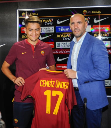 Cengiz Under, left, and the Roma sporting director Monchi at the Turkish international's unveiling in August.