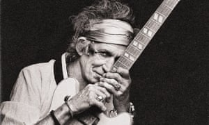 Stone, alone… Keith Richards: Under the Influence.