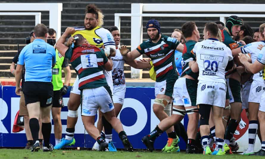 Ellis Genge of Leicester Tigers fights with Nathan Hughes of Bristol Bears at the final whistle.