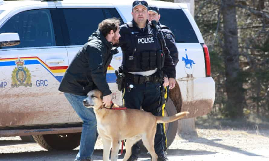 An RCMP officer at the checkpoint on to Portapique Beach Road after a suspected shooter was taken into custody.