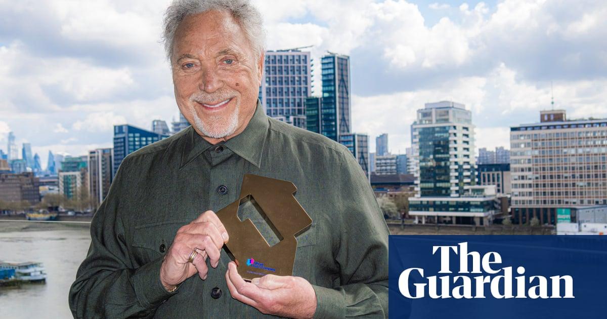 Tom Jones, 80, becomes oldest man to top UK album chart
