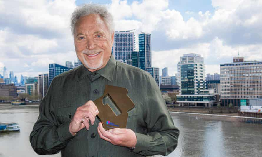 Tom Jones with his trophy for his No 1 album, Surrounded By Time.