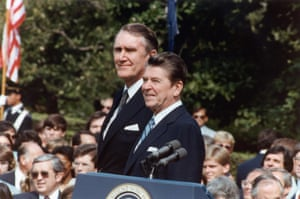 Fraser with U.S. President Ronald Reagan on the south lawn of the White House during the Prime Minister's visit to the U.S. in 1981.