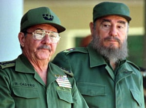 Fidel, right, with his brother Raul.