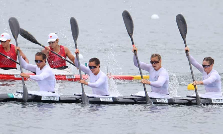 Lisa Carrington, ganz links, und Alicia Hoskin, Caitlin Regal und Teneale Hatton wurden im K4 500-m-Finale in Tokio Vierte.