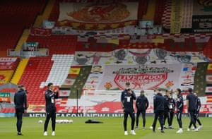 """Leeds players on the pitch before the match taking in the """"atmosphere""""."""