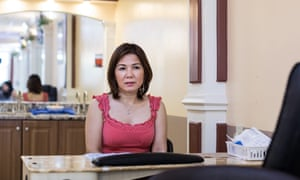 Phụng, work name Ivy, one of the most skilled employees at the salon.