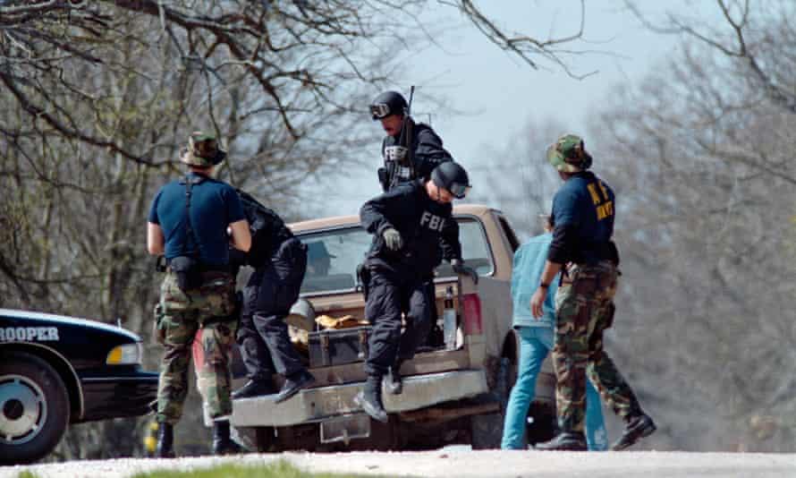 FBI agents near the Branch Davidian compound near Waco, Texas, in 1993.