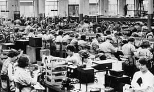 Ferranti radios being made in Moston, Manchester in 1935.