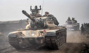 Turkish tanks advance near the Syrian border