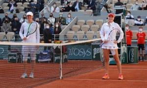 Sofia Kenin and Iga Swiatek pose ahead of the final.