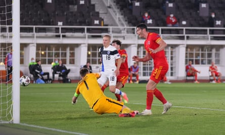Kieffer Moore scores for Wales against Finland