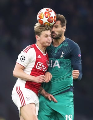 Ajax's Frenkie de Jong (left) and Tottenham Hotspur's Fernando Llorente battle for the ball