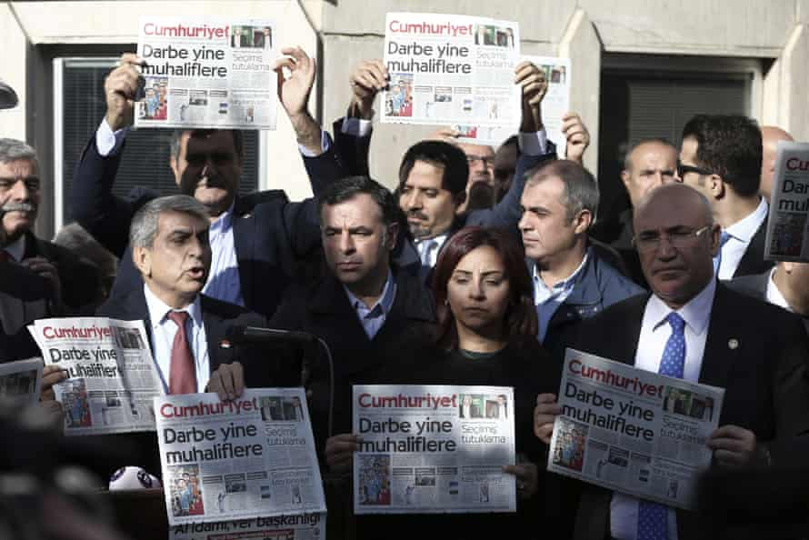 Cumhuriyet journalists demonstrate after their colleagues were detained following last year's coup attempt.