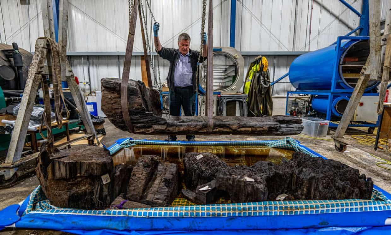 Rare bronze age coffin found in golf course water hazard
